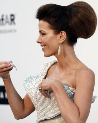 kate beckinsale earring in cleavage