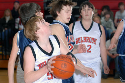Dawes, Andrews lead Holbrook boys to win over Patriots