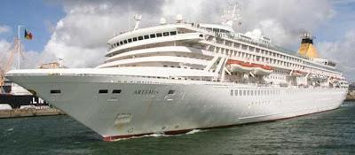 SAILORS MARINERS WARRIORS LEAGUE Cruise Ship Damaged By Freak Wave - Cruise ship damaged