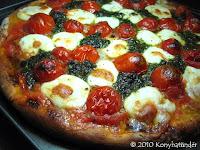 pesto-and-mozzarella-pizza