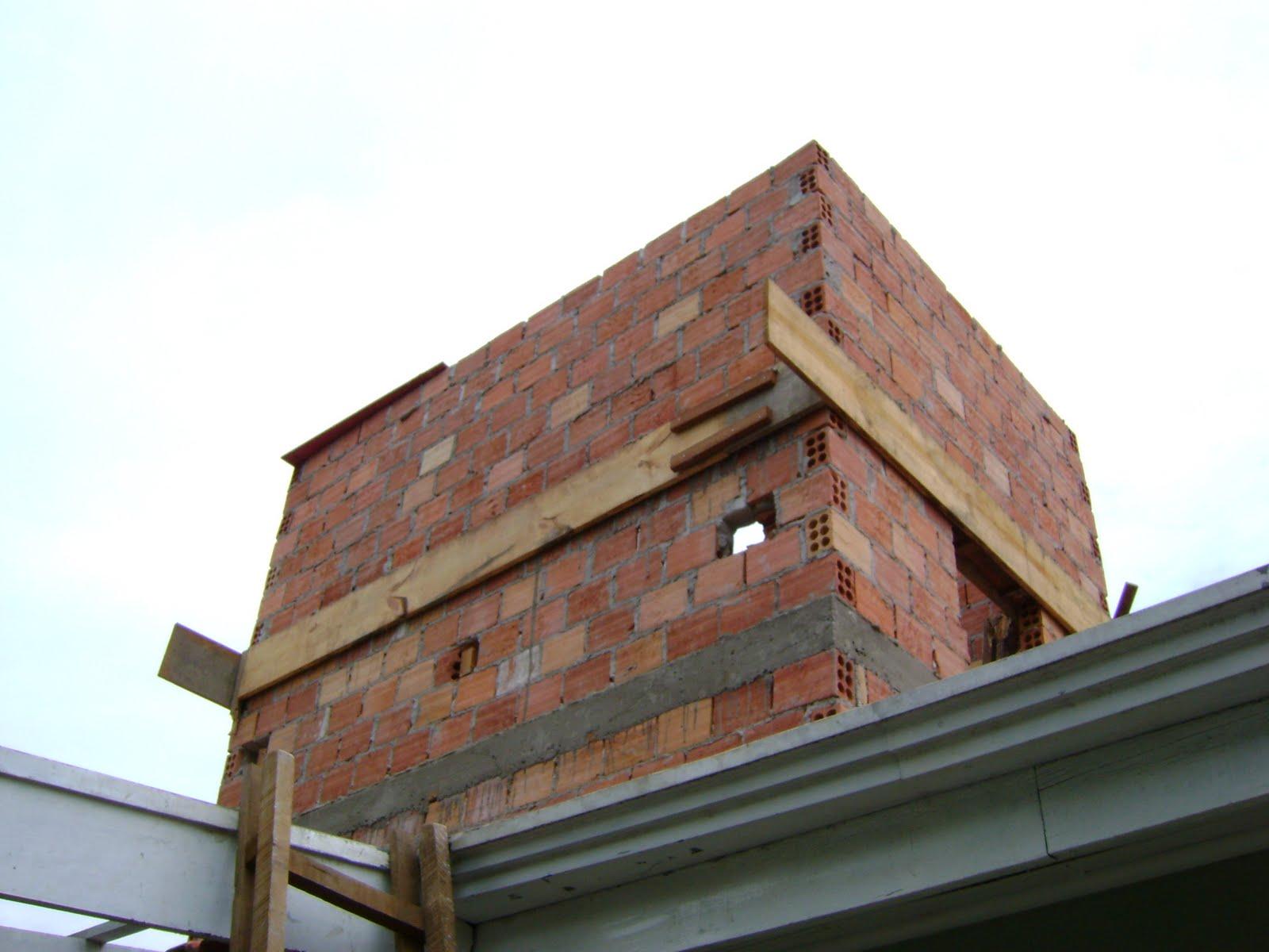 porque o resto da casa tem forro de madeira pra aguentar a caixa d  #1DAEAE 1600x1200