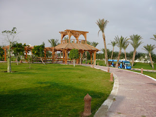 Автобус, курсирующий по территории отеля. Египет, Хургада