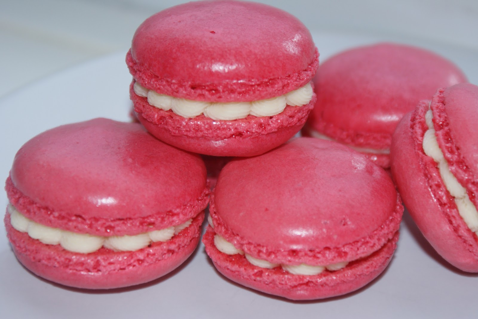 Raspberry & White Chocolate Macaroons | Baking, Recipes ...