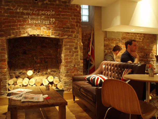 Euphorium+Bakery+review+Angel+Islington+High+Street+fireplace