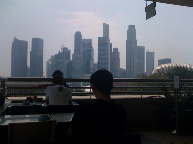 Marina+Food+Court+Singapore+Skyline
