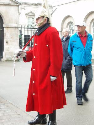 Queen's-guard-Buckingham-Palace-London