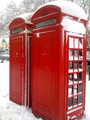 snow+in+london+telephone+booth