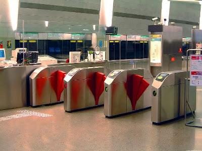 Singapore+MRT+gantry