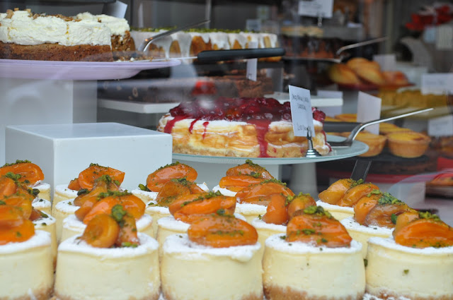 Ottolenghi+Islington+review+Upper+Street+cake+display