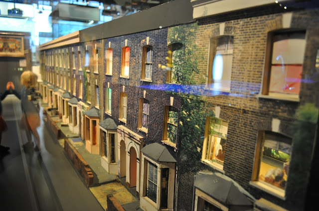 Museum+of+London+house+models