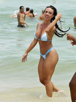http://4.bp.blogspot.com/_hrWF8l2Swik/TTnfX9Vh5bI/AAAAAAAABLs/oMgR609wLYk/s1600/Nicole+Bahls+Enjoying+The+Ocean+In+Brazil+wmpics1.jpg