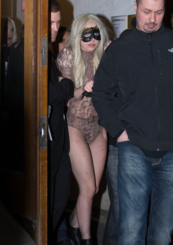 Lady Gaga et le petit bouton sur la fesse gauche qui gâche tout (photos)