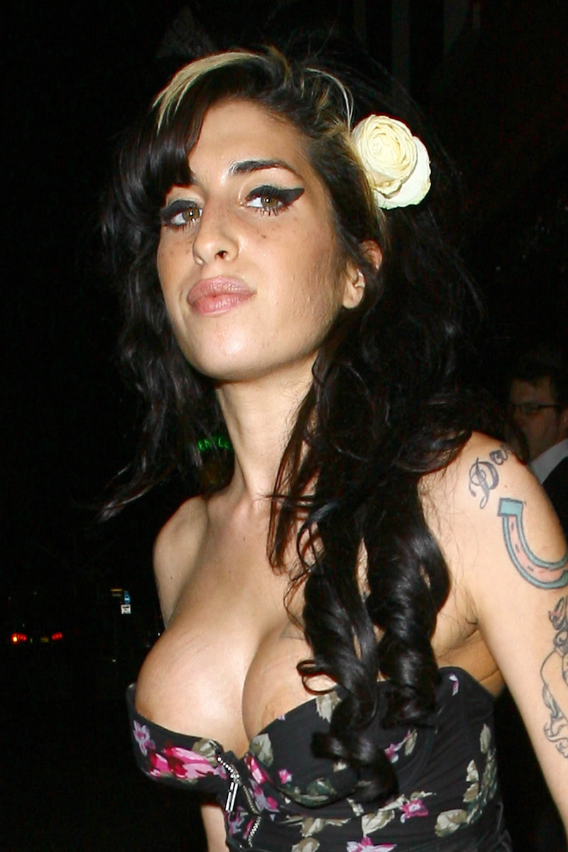 Seins Amy Winehouse photos