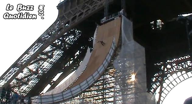 vidéo saut Taig Kris Tour Eiffel