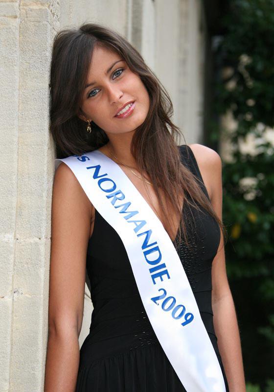 Miss France 2010 Malika Menard 3