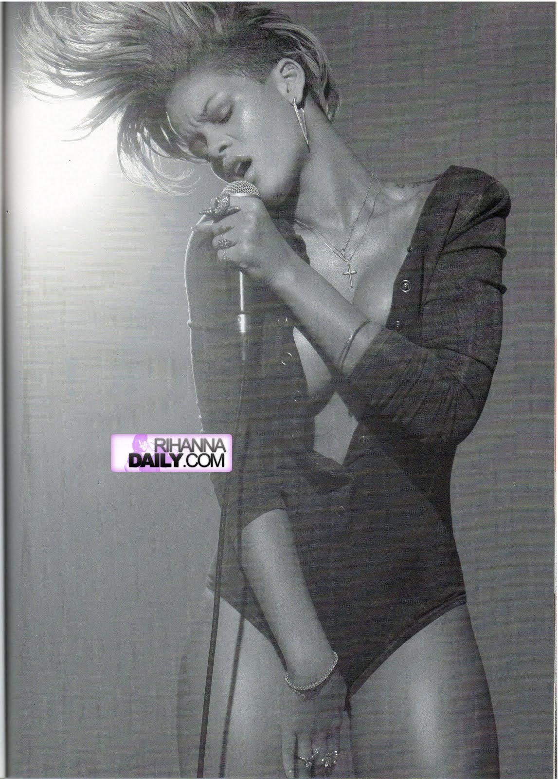 Rihanna topless et sexy
