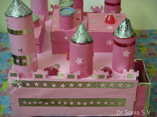 Renaissance Crafts http://cardsandschoolprojects.blogspot.com/2010/11/recycled-craft-castle.html