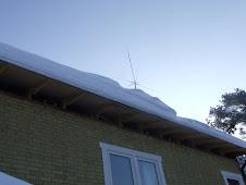 En antenn bakom all snö