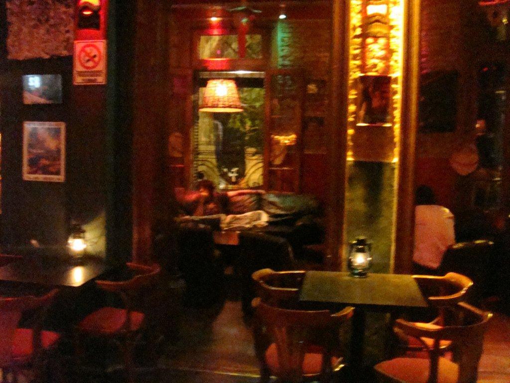 http://4.bp.blogspot.com/_htBkEAMr654/TCpv27TIVUI/AAAAAAAAC5Q/3JCMnzh9Jis/s1600/1+Tiki-Buenos-Aires-Bar-Restaurant.JPG