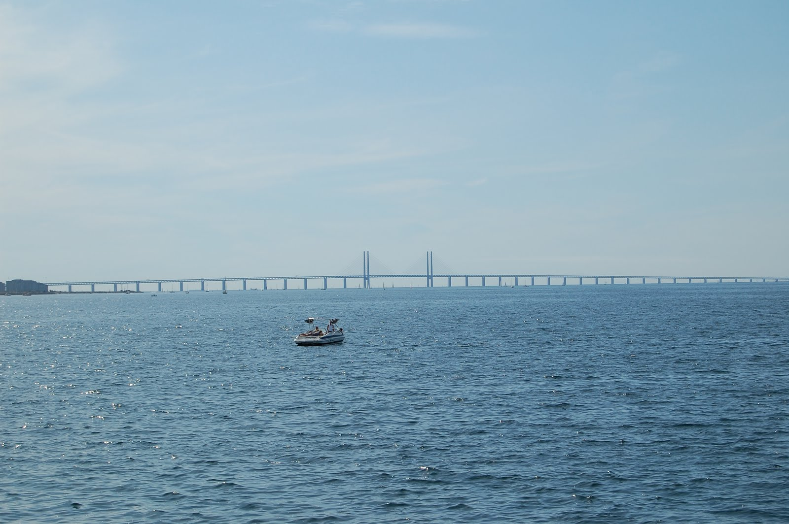 (A imensa ponte que liga Malmö e Copenhaguem e a vista que a gente nunca  mais vai esquecer... Malmö 46185893126