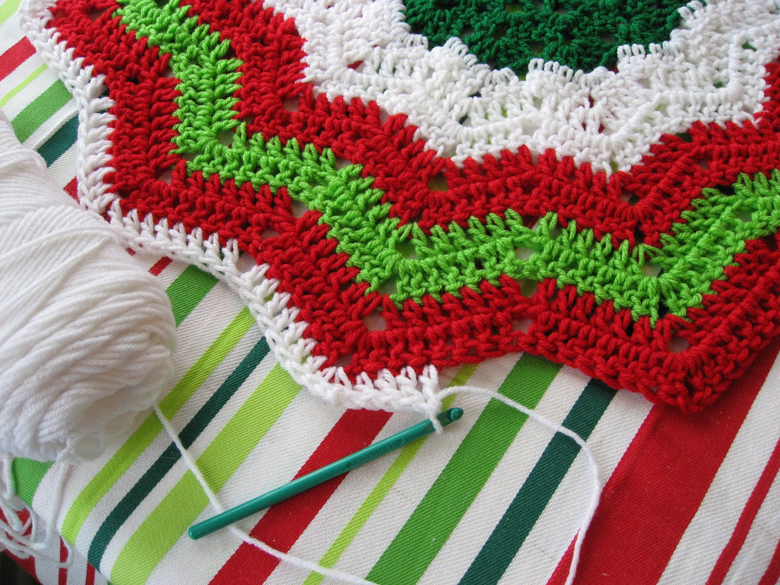 Christmas Tree Skirt Knitting Pattern : Free Crochet Christmas Tree Pattern   Crochet Club