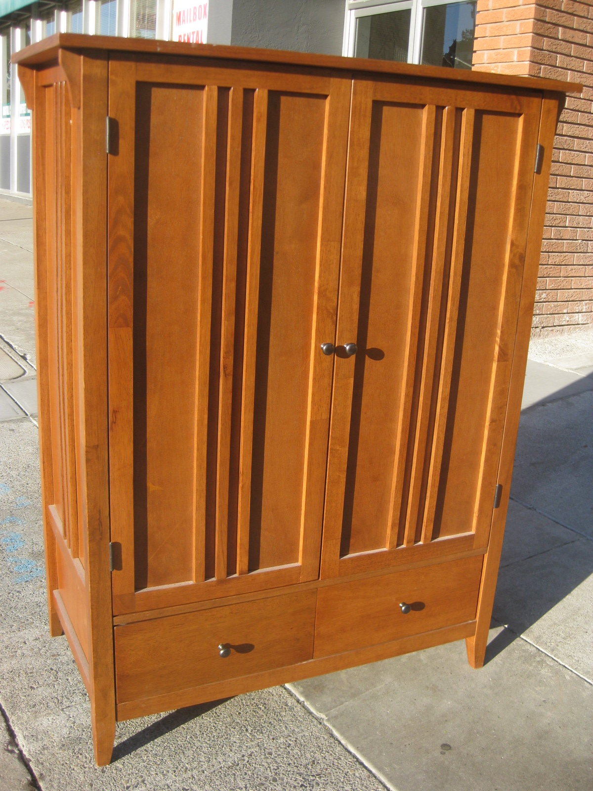 UHURU FURNITURE & COLLECTIBLES SOLD  Television Armoire  $125 -> Armoire Basse Télé