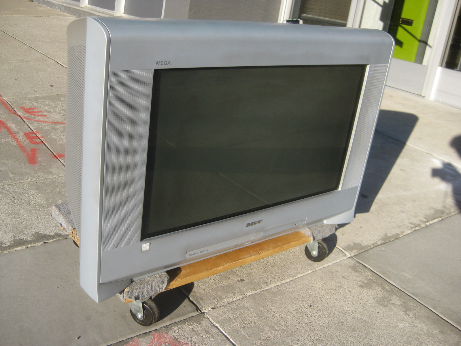 2005 Sony Wega TV http://uhurufurniture.blogspot.com/2010/09/2005-sony-wega-trinitron-32-tv-150.html