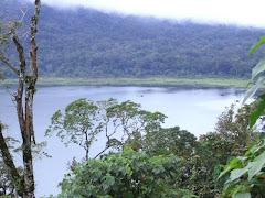 אחד האגמים בין הרי הגעש-בדוגול-צפון באלי