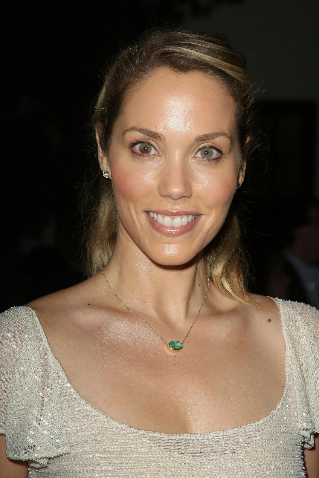 http://4.bp.blogspot.com/_hwxrNi0E-Zc/TQZNBDCmrkI/AAAAAAAAATc/EmME9L2AHP4/s1600/Elizabeth-Berkley-heterochromia-iridum.jpg