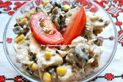 Articole culinare : Salata de pui cu ciuperci si porumb