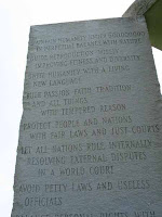 Georgia Guidestones, messaggio, incisione