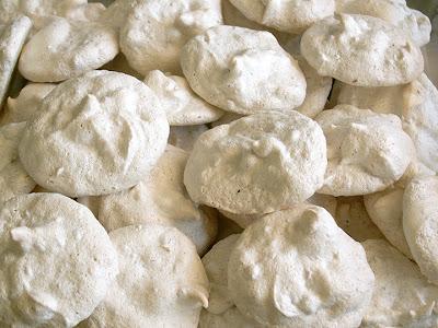 Piegirl: pecan meringue cookies
