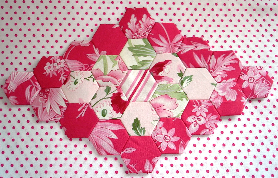 The scrappy appleyard tutorial piecing grandmothers flower hexagon tutorial with plastic templates pronofoot35fo Images