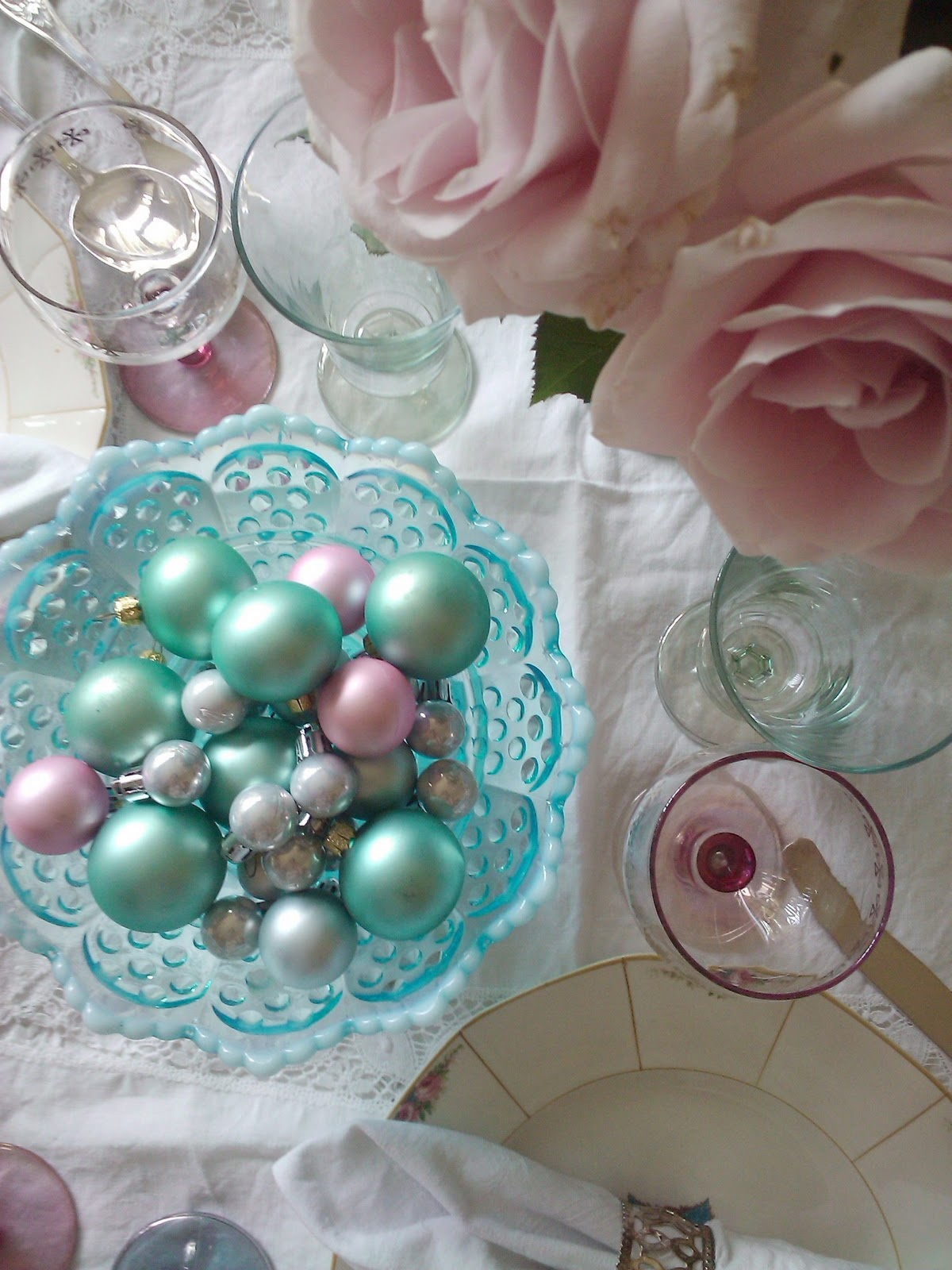 Adeline Country Cottage Inspiring Christmas Table Setting part 2 ... Adeline Country Cottage Inspiring Christmas Table Setting Part 2 & Sophisticated Pink Christmas Table Settings Images - Best Image ...