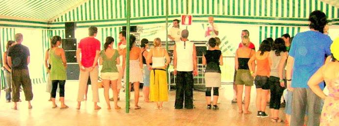 A. Jorge dando instruções numa Oficina de Dança