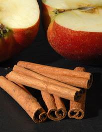 des pommes de la cannelle, du sucre