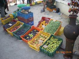 Pêches plates, fèves, poires, prunes