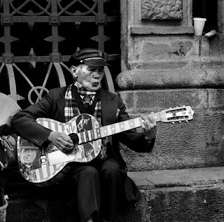 Quito Ecuador - Brandon Allen Photography - Street Performer