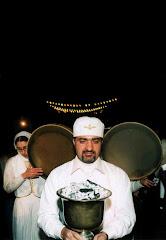 مراسم روشن كردن اتش در جشن سده توسط موبد