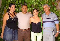 Una foto del colectivo del programa radial El Familión