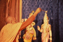 Srila Prabhupada installs Sri Sri Radha Londonisvara