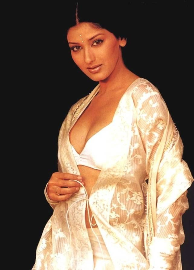 Sonali Bendre Net Worth