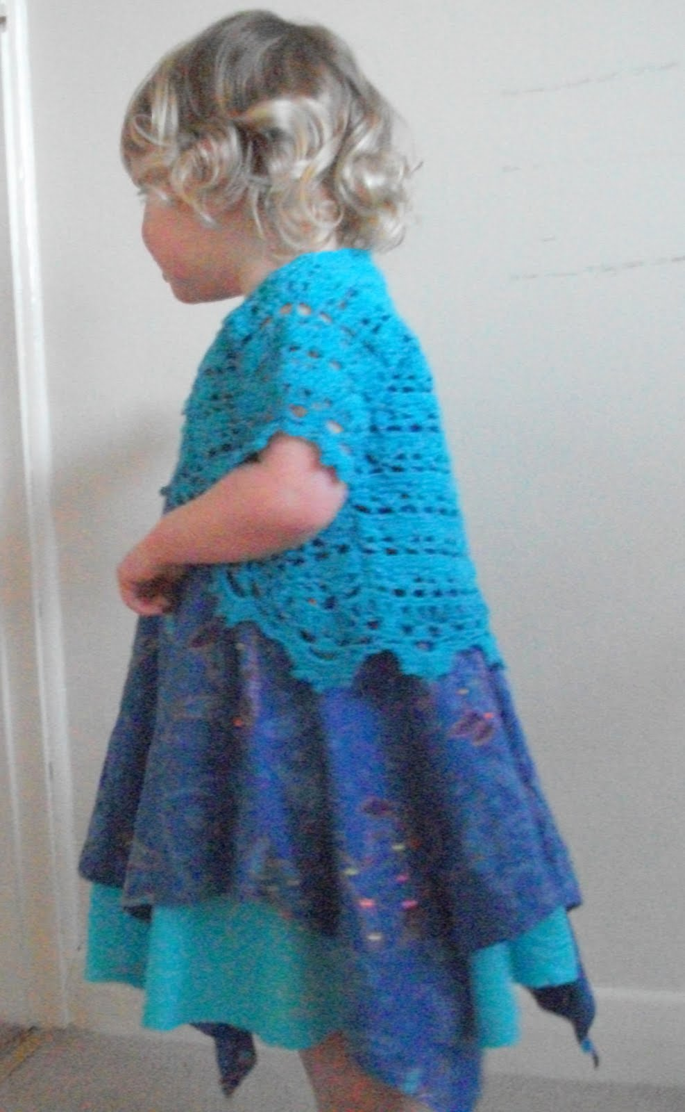 Free Crochet Patterns: Girl's Dress, Bloomers and Brimmed Hat