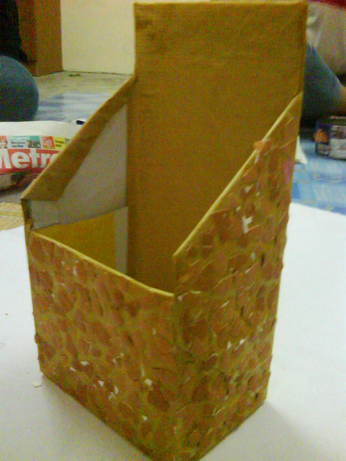 Semburkan cat ke atas permukaan kotak