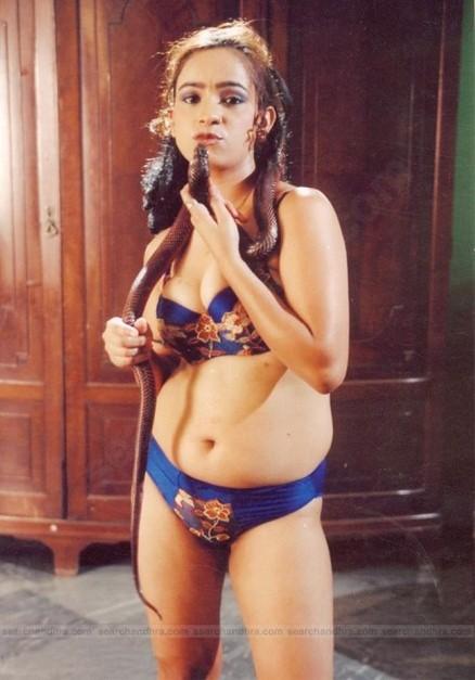 filmvz.com/tamil/tamil-se-movie-real-mallu-aunty-sindhu-hot-pics.htm ...