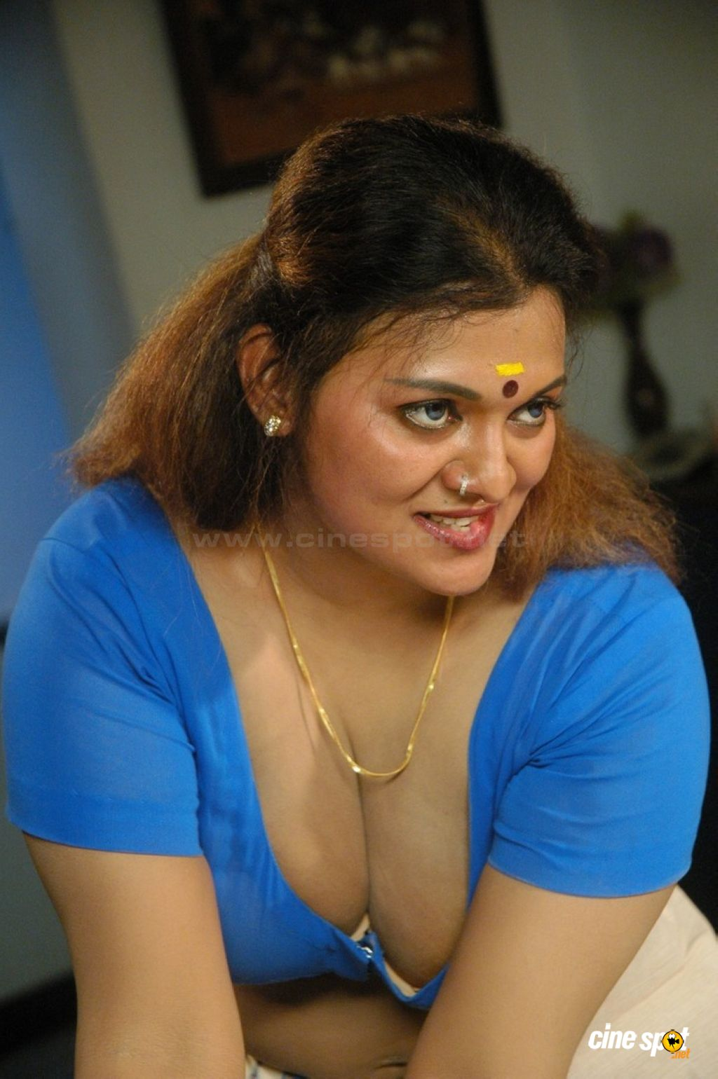 south indian sex bomb actress showing sexy big boombs   latest tamil