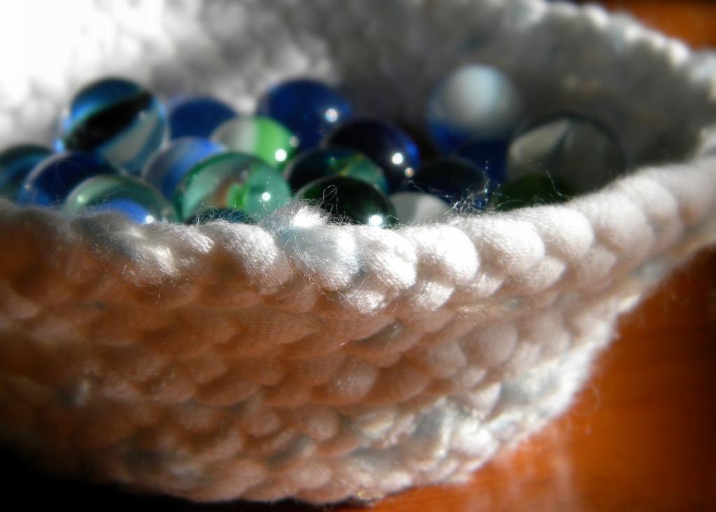 homeworka creative blogUpcyclingt-shirt yarn braided basket