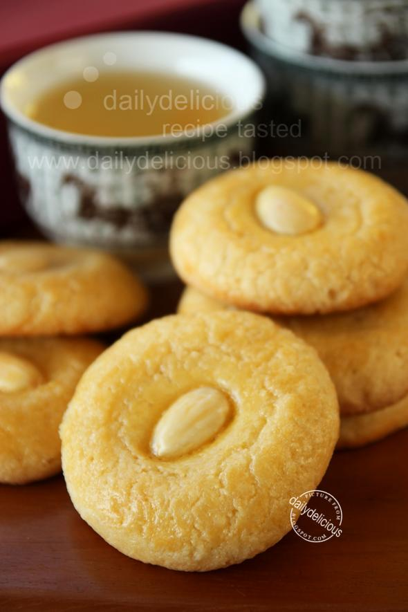 ... Bakers #3: My Favorite CNY Cookie (Jan 2011) Chinese almond cookies