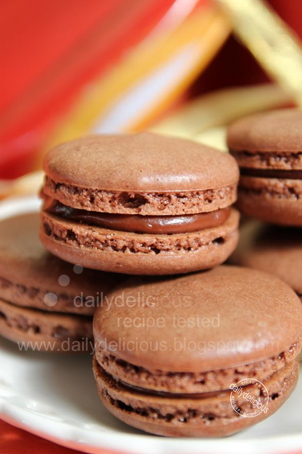 Chocolate macarons with Mars Ganache: Special gift for the one you ...