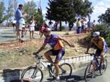 Participantes en la Subida en Bici al Cerro Negrillo llegando a la meta